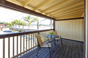 Red Roof Inn - Bright Balcony to Relax Outdoors