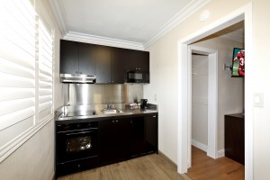 Red Roof Inn - High-End Kitchenette