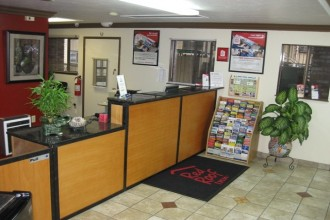 Red Roof Inn - Reception Desk